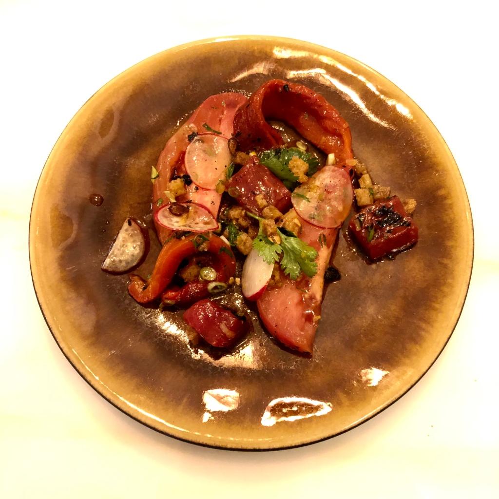 prato de Tomate e melancia grelhada do restaurante Essencial, em Lisboa