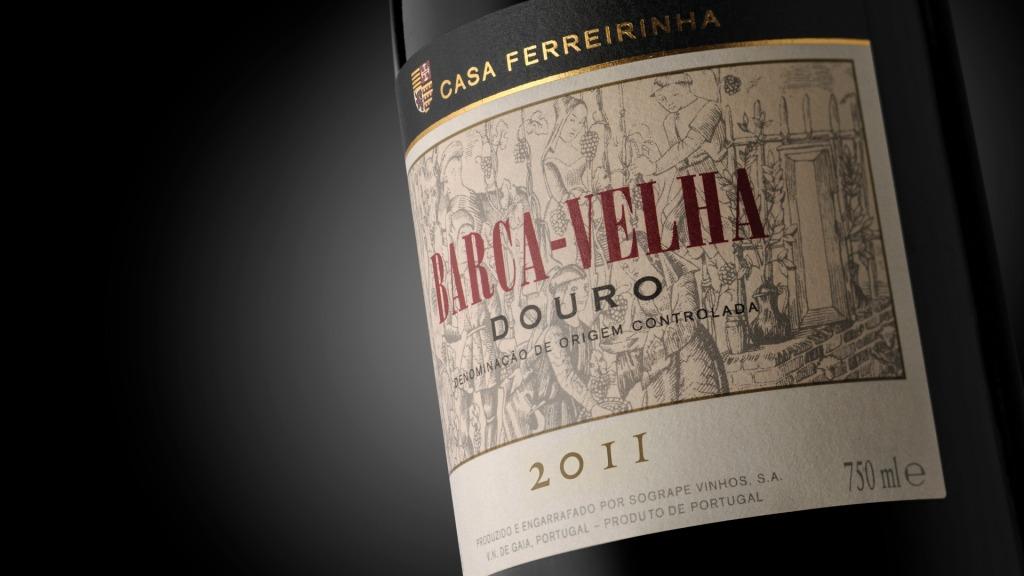 garrafa com rótulo do novo Barca-Velha 2011