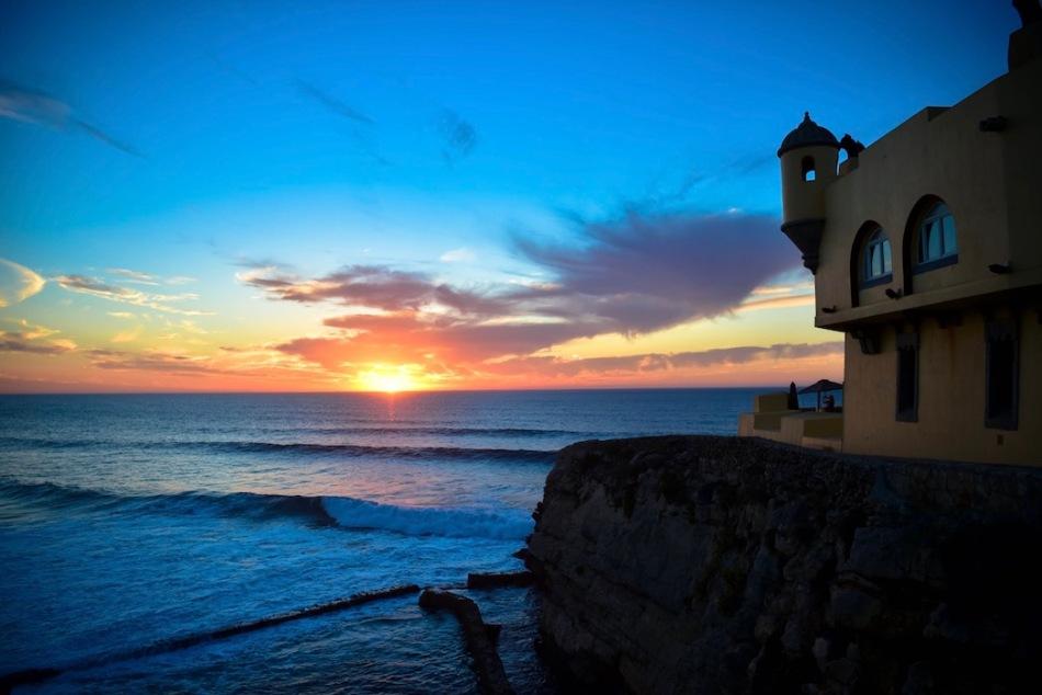 Vista do exterior do Fortaleza do Guincho ao por do sol