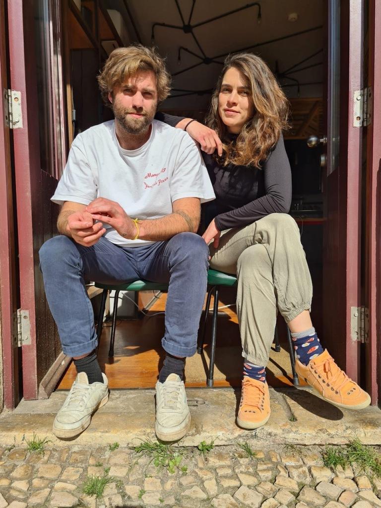 George Mcleod e Lara Espírito Santo, à porta do SEM