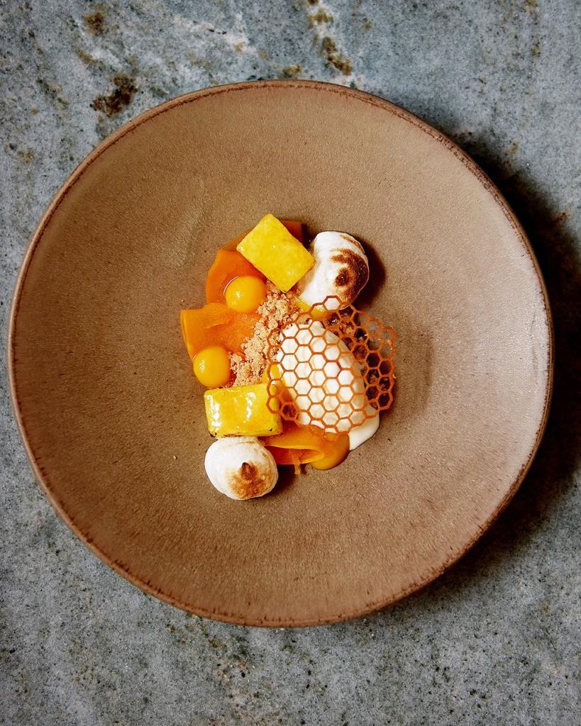 Restaurante Plano, Vítor Adão Abóbora, merengue, ananás caramelizado e gelado de queijo da serra
